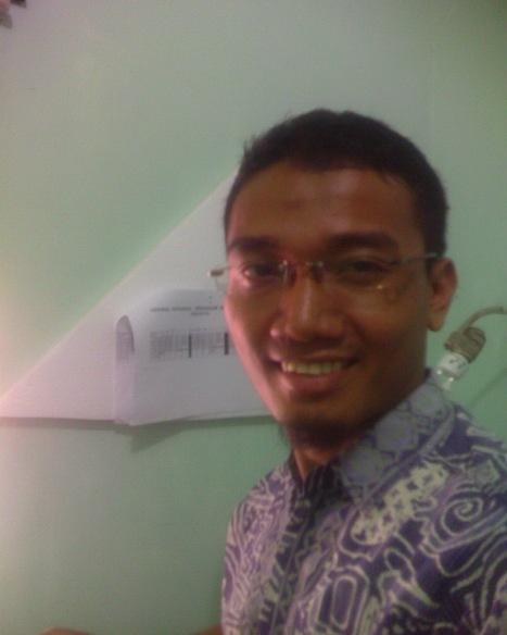 Saya juga pakai batik :-)