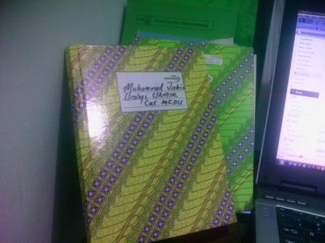 Buku Catatan kuliahku bermotif batik :-)